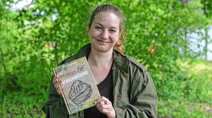 """Mit """"Die Walnussverschwörung"""" veröffentlichte Verena Dörrich einen 100-seitigen Krimi für Kinder. An ihrem nächsten Buch arbeitet die gebürtige Rheinauerin bereits in Gedanken."""