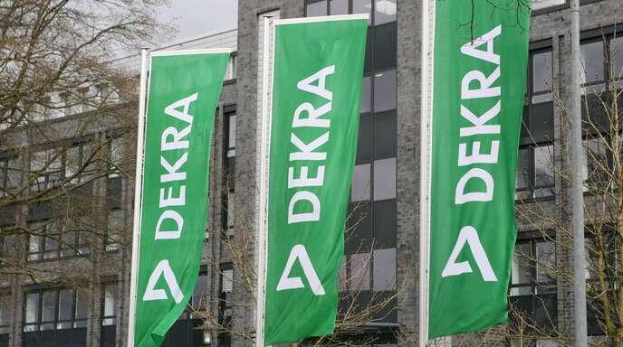 Die Prüfgesellschaft Dekra soll zukünftig die Gesundheitsämter im Südwesten entlasten, indem sie Corona-Testanbieter kontrolliert. (Symbolbild)