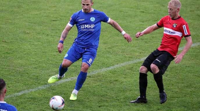 Das WFV-Pokal-Spiel gegen die TSG Balingen war das bisher einzige Pflichtspiel von Luigi Campagna (li.) für die Stuttgarter Kickers. Weitere werden folgen.