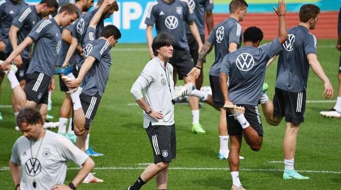 Für Bundestrainer Joachim Löw und das DFB-Team geht es in die Finale Phase vor dem EM-Start. Foto: Federico Gambarini/dpa