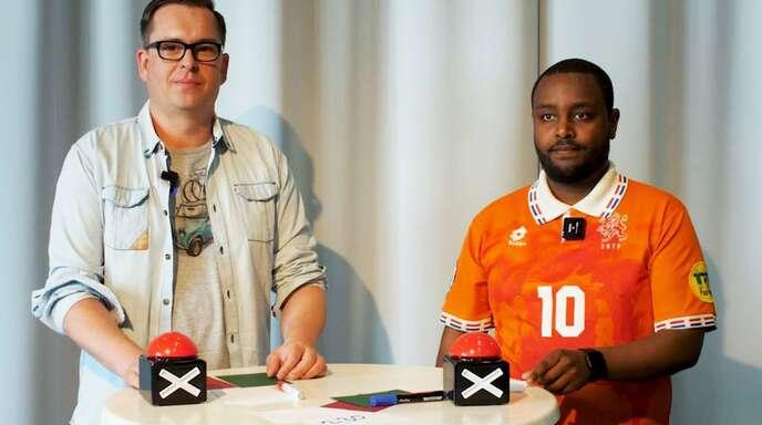 """Philipp Maisel (links) und Daniel Yebio stellen sich den Expertenfragen rund um die """"UEFA Euro 2020""""."""