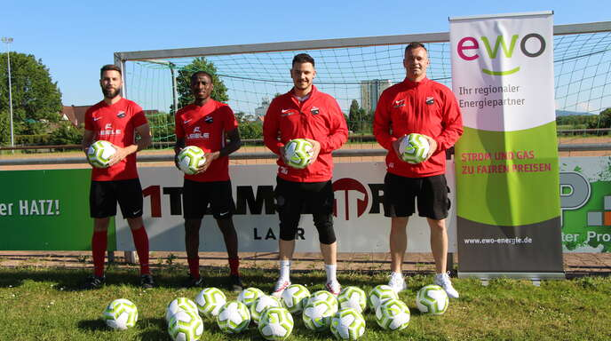 6. Platz: TuS Bohlsbach (von links) Stefan Störk, Lamin Ceesay, Co-Trainer Massimo Grasso, Trainer Karsten Kalt.