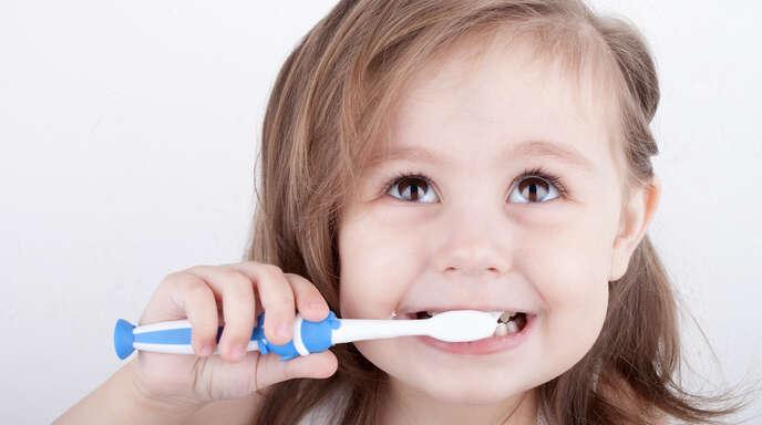 Der Besuch beim Zahnarzt ist kein Problem: Die Jüngsten werden behutsam an Zahnpflege und Check-ups herangeführt. Denn auch die Milchzähne sind wichtig!