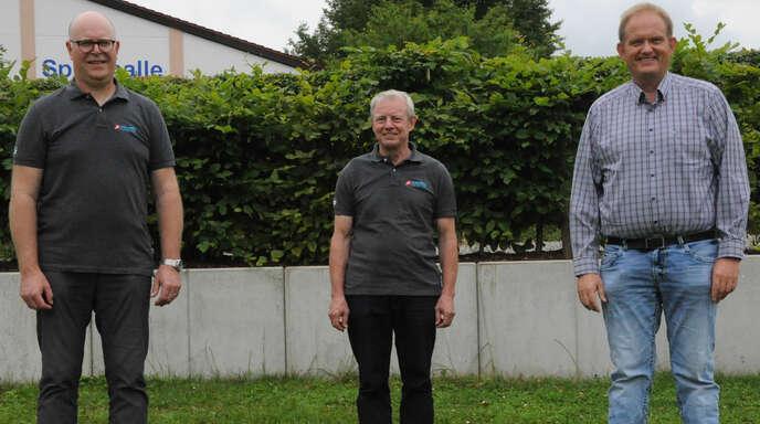 Albert Brüderle wurde für seine 50-jährige aktive Tätigkeit in der Musikkapelle Zunsweier ausgezeichnet. Von links: Vorsitzender Michael Groß, Albert Brüderle, Verbandsdirigent Stefan Polap.