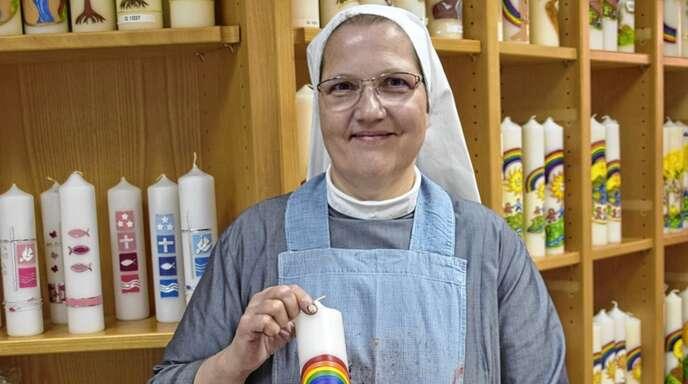 Sr. Margareta ist bei den Franziskanerinnen vom Göttlichen Herzen Jesu in Gengenbach zuständig für die Kerzenwerkstatt.