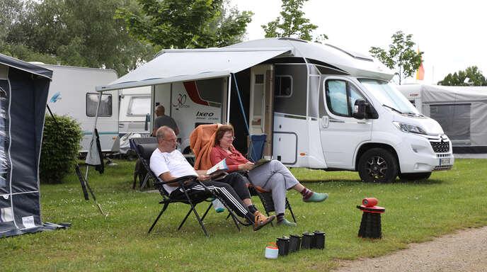 In der Corona-Pandemie boomt der Campingurlaub – allein schon, weil die Gesundheitsrisiken draußen geringer sind als in Unterkünften. Betreiber von Campingplätzen wie diesem in Friesenheim-Schuttern verzeichnen wieder deutlich mehr Buchungen als noch vor einem Jahr.