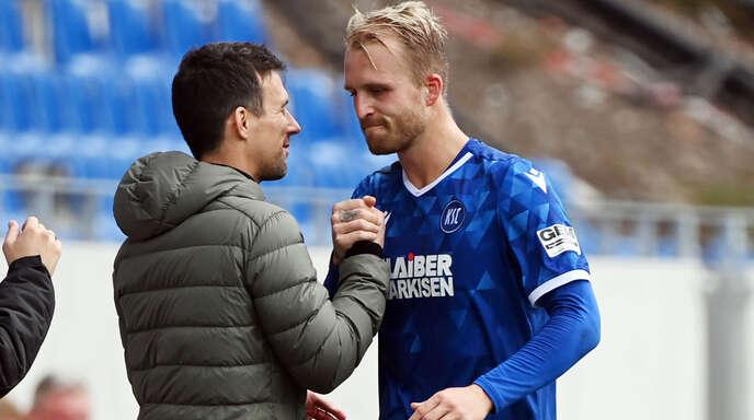 KSC-Trainer Christian Eichner (links) setzt auf seinen Torjäger Philipp Hofmann, der aber schnellstmöglich in der 1. Liga spielen will.