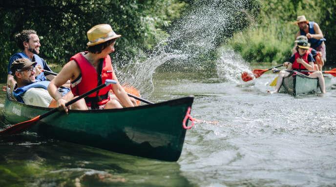 Eine Bootsfahrt, die ist lustig... Zum Beispiel im Naturschutzgebiet Taubergießen. Eine von unendlich vielen Ausflugsmöglichkeiten, die unsere Region bietet.