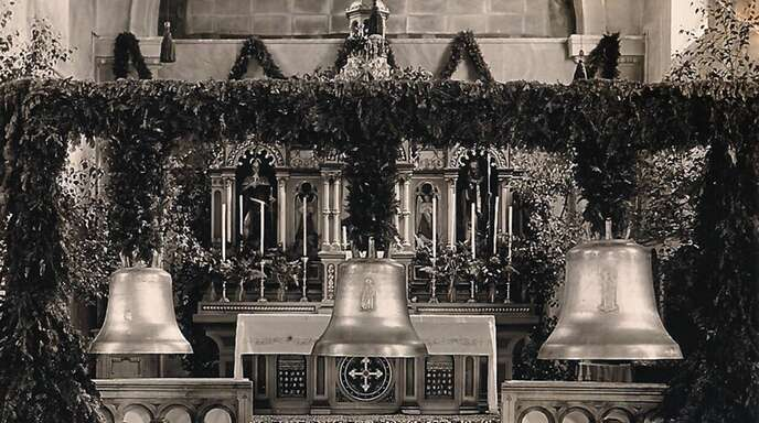 1953 fand in Niederwasser die feierliche Weihe der drei neuen Glocken der Gemeinde statt, die in Heidelberg in der Glockengießerei Schilling gegossen wurden.