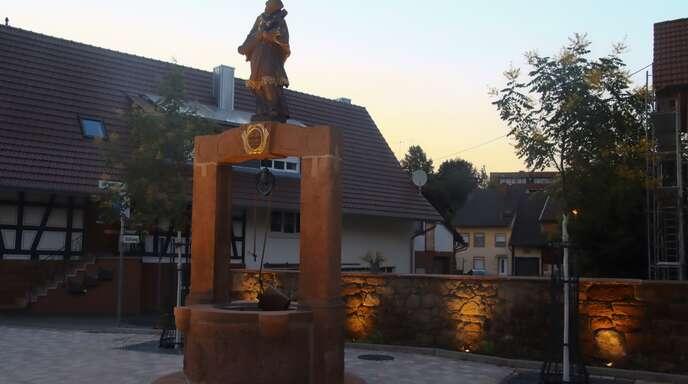 Jetzt erstrahlt er wieder: Seit wenigen Tagen erstrahlt in den Nachtstunden der umfassend sanierte Nepomukbrunnen an der Ochsen-Kreuzung.
