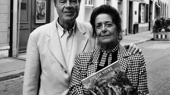 Ernst Beyeler und seine Frau Hildy vor ihrer ehemaligen Galerie Beyeler in Basel.