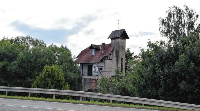 Das älteste Wasserkraftwerk zur Stromgewinnung in Baden steht in Gengenbach. Es ist 121 Jahre alt. Private Investoren möchten es sanieren und zugänglich machen, die Stadt befürchtet Konflikte wegen der nahen Kläranlage und beruft sich auf ein Vorkaufsrecht aus dem Jahr 1947. Jetzt läuft ein Bürgerbegehren.