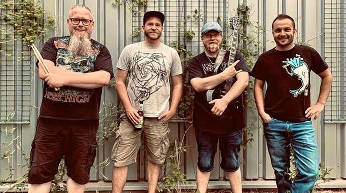 """""""Blunt Revelation"""" ist eine der Band bei der """"Nohocker-Party"""" im Stadtpark Zell."""