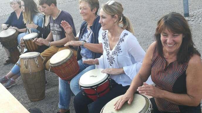 """Mit einem """"Drum Circle"""" auf dem Sander Dorfplatz beginnt in diesem Jahr das Sommerferienprogramm des Vereins """"Willst@Kultur""""."""