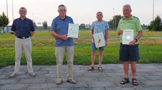 Ehrungen beim Tischtennisverein (von links): Vorsitzender Edmund Lorenz, Kurt Schäfer, Richard Schmitt und Herbert Wahl.