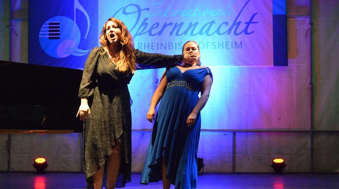 Ein Highlight boten bei der Opernnacht in Rheinbischofsheim Alice Gontero und Alice Stamataki beim heiteren Katzenduett von Rossini.