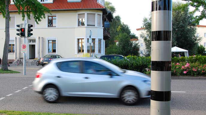 Eine festinstallierte Blitzersäule, wie hier in Kehl, bekommt auch die Ortschaft Ulm: In der Ortsdurchfahrt gilt zwar schon Tempo 30, dennoch halten sich viele Autofahrer nicht an das verordnete Limit.