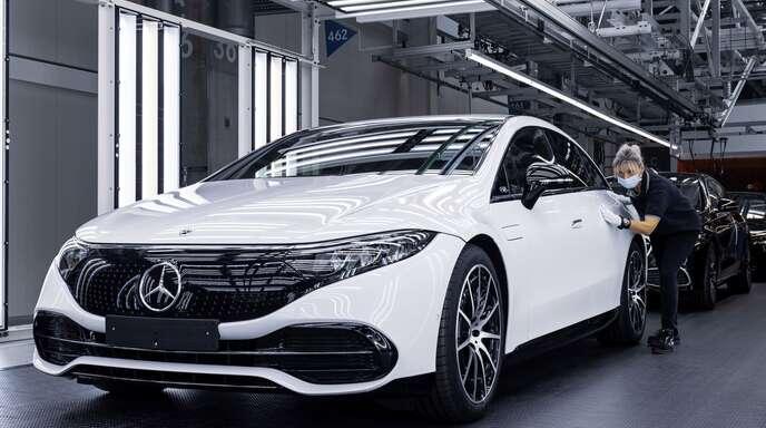 Die Elektro-Limousine EQS läuft in Sindelfingen vom Band: Daimler setzt sich ehrgeizige Ziele bei Elektromobilität.