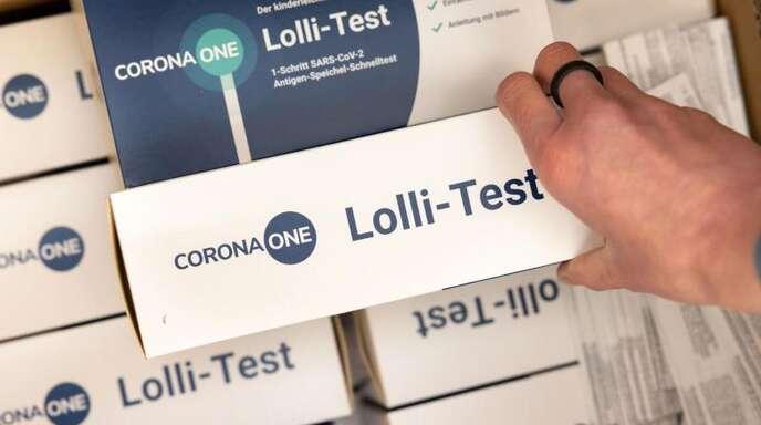 Nach den Sommerferien könnten Lolli-Tests etwa in Schulen vermehrt zum Einsatz kommen. Foto: Michael Reichel/dpa