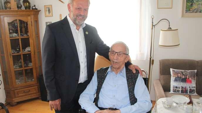 Auch Bürgermeister Bernhard Waidele gratulierte Felix Weller zum Geburtstag.