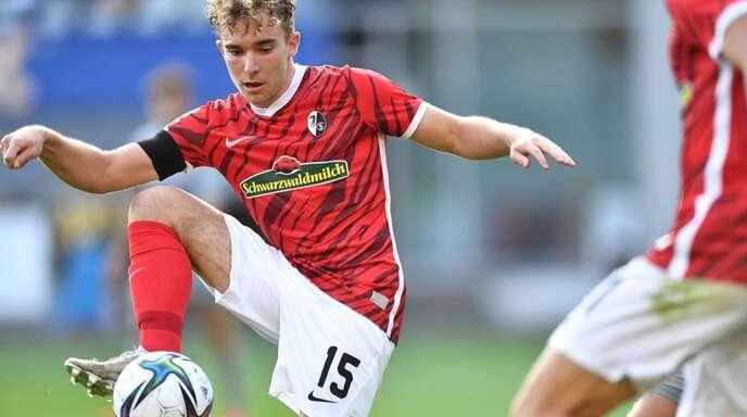 Der 19-jährige Lars Kehl aus Hofstetten bei seinem Debüt im Senioren-Fußball beim SC Freiburg II, dem Neuling in der 3. Liga.