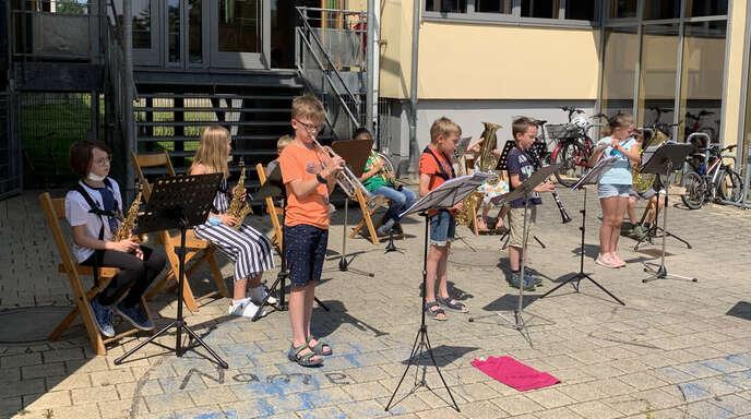 Flotte Rhythmen von der Bläserklasse machten den Schülerinnen und Schülern in Ichenheim viel Spaß.