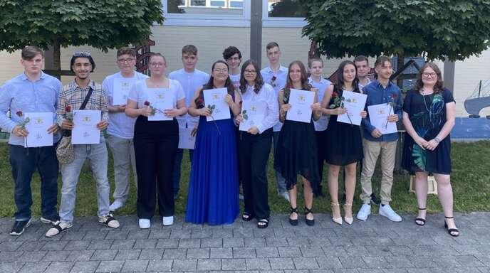 Die erfolgreichen Absolventen des Abschlussjahrgangs 2021 der Hebelschule: Die Schüler der Klasse 9a haben den Hauptschulabschluss abgelegt.
