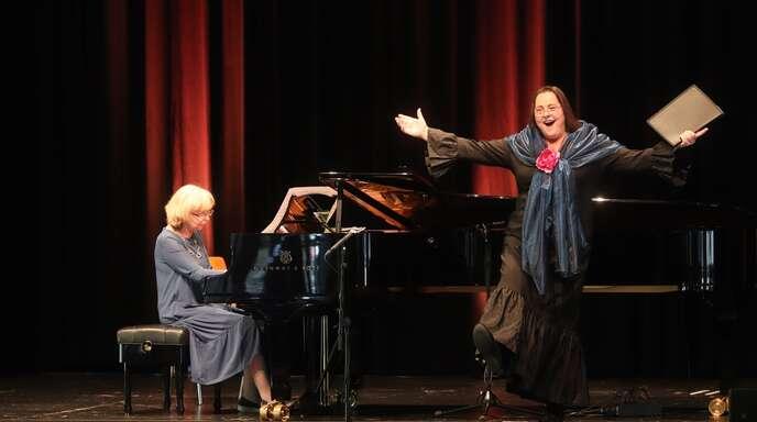 Viola de Galgóczy sang Lieder von Xavier Montsalvatge, begleitet von Uschi Gross am Klavier.
