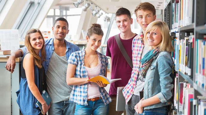 Junge Schulabgänger haben in der Ortenau gut lachen: Ihnen stehen eine Vielzahl an Wegen für die passende berufliche Zukunft offen.