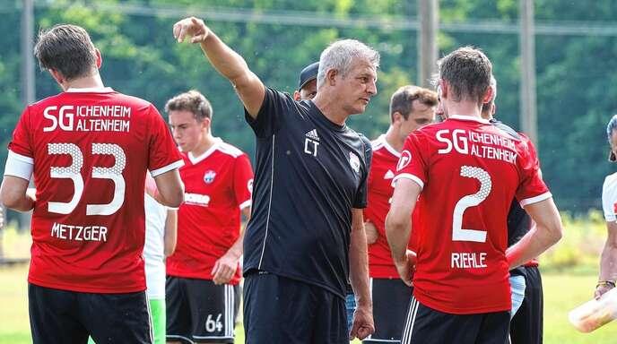Trainer Christian Thau (Mitte) hat mit der SG Ichenheim/Altenheim einen starken Saisonstart hingelegt.