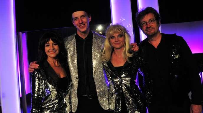 """""""Dancing Queen"""" in Oberkirch: (v. l.) Susan Albers, Julian Castanie, Kristin Hölck und René Krömer ließen zusammen mit einer großartigen Band das legendäre Pop-Quartett aus Schweden wieder aufleben."""
