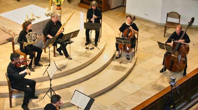 Ein beeindruckendes Benefizkonzert gaben Musiker um Taktgeber Rupert Pieper am Samstag in der Obersasbacher Erlenbadkirche.