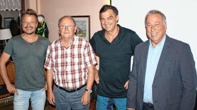 Neue Ehrenmitglieder beim SV Haslach (von links): Zweiter Vorsitzender Thomas Hanske, Alois Zagermann, Richard Kienzler, Vorsitzender Hans-Joachim Schmidt. Herbert Kornmaier wurde in Abwesenheit geehrt.