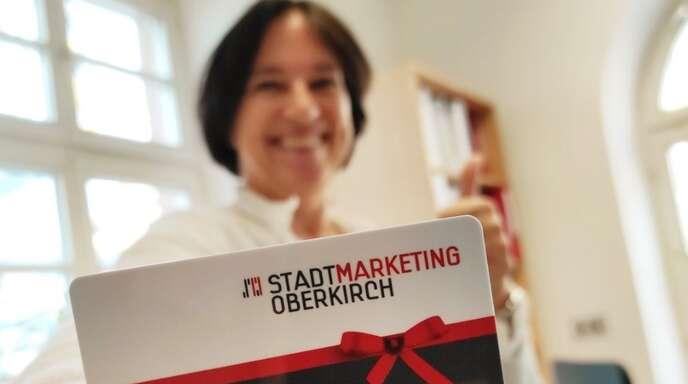 Ein Verkaufsschlager sind die Oberkircher Geschenkgutscheine. Doppelt Freude bereiten diese aber nur, wenn sie auch eingelöst werden, betont Stadtmarketing-Geschäftsführerin Iris Sehlinger.