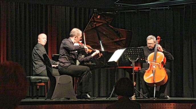 """Das Panufnik-Trio mit Artur Pacewicz am Klavier, Pawel Zuzanski an der Violine und Leonid Gorokhov am Cello eröffnete am Sonntagabend die Reihe """"Kulturelles Oppenau""""."""
