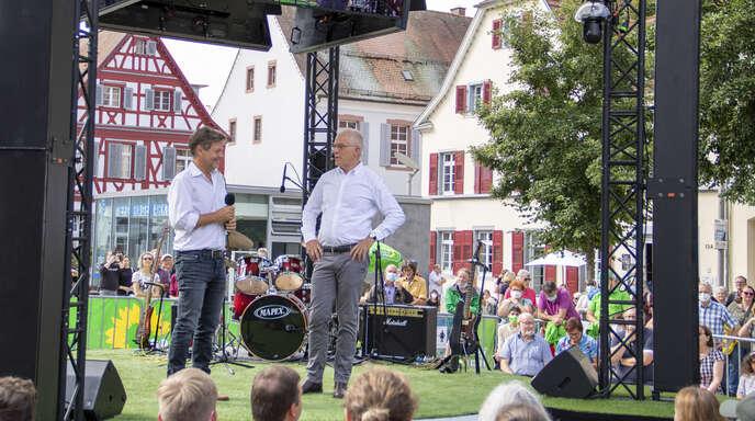 500 Menschen begrüßten am Samstag Robert Habeck, den Bundesvorsitzenden von Bündnis 90/Die Grünen auf dem Marktplatz in Offenburg.