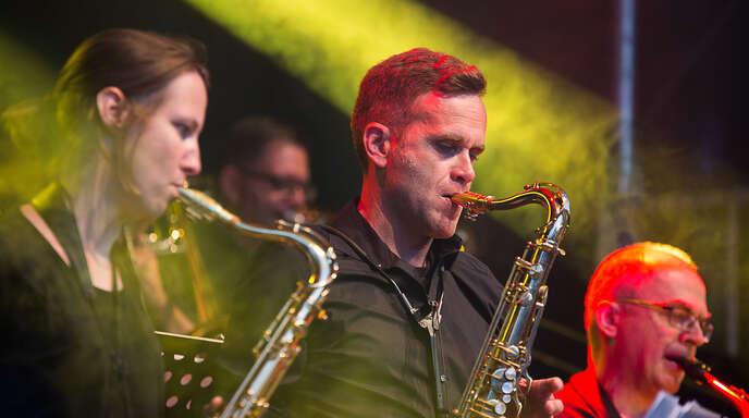 """Die """"Big Band Surprise"""" tritt am zweiten Tag von """"Live im Park"""" im Haslacher Klostergarten auf."""