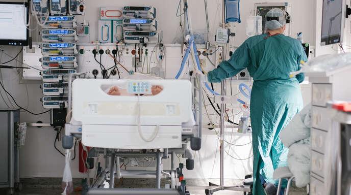 Am Ortenau-Klinikum steigt die Zahl der Corona-Patienten, die intensivmedizinisch behandelt werden müssen. Mit Verlegungen auch über die Kreisgrenze hinaus, will der Klinikverbund den Normalbetrieb so lange wie möglich gewährleisten.
