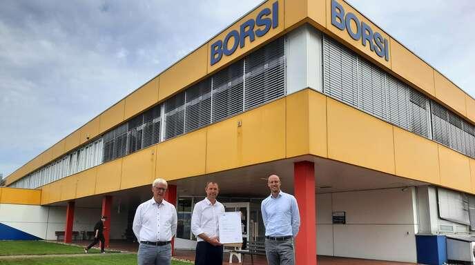 Die Schutterwälder Firma Borsi erhielt anlässlich des 200. Jubiläums eine Urkunde von der IHK südlicher Oberrhein (von links): Markus Bruder, Inhaber Peter Breer und Alwin Wagner.