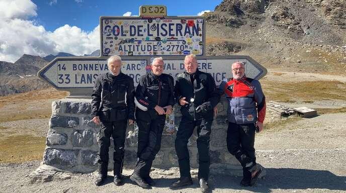 Traumhafter Stopp in den Alpen am Col de Iseran:Detlef Wegner, Thomas Bierhinkel, Eugen Winkler und Reiner Tränkle.