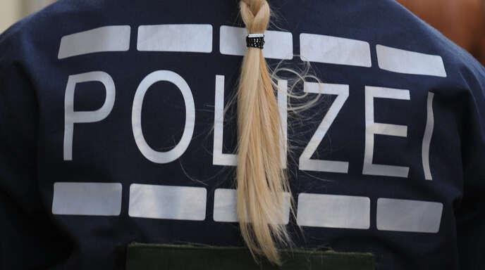Eine blonde Polizistin – wie auf dem Symbolfoto – soll sexistisch beleidigt worden sein.