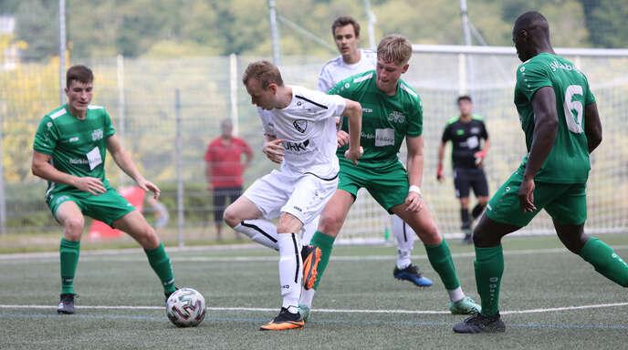 Ottenhöfens Torjäger Thomas Bohnert (l.) möchte auch im dritten Saisonspiel treffen. Vier Tore hat er bereits auf dem Konto.