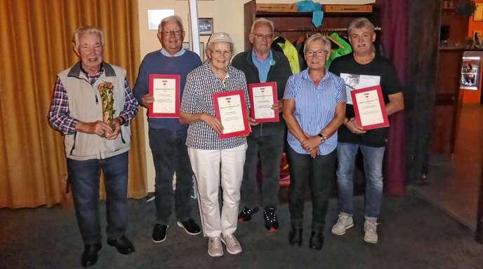 Die Geehrten des Schwarzwaldvereins: Rudi Franz (von links), Paul Hermann, Hedwig Franz, Manfred Müller, die Vorsitzende Marianne Zanger und Wolfgang Lehmann.