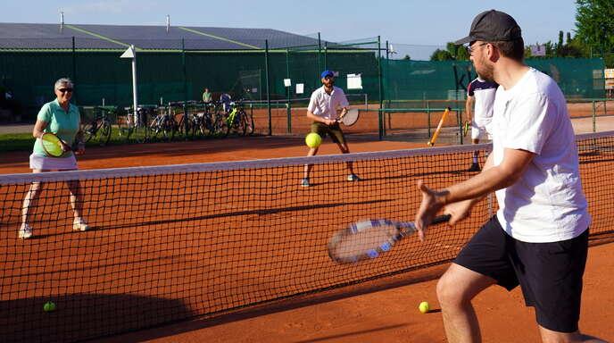 Beim TC Schwarz-Weiß Kehl gibt es heute viel Tennissport, und es wird groß gefeiert: das 100-jährige Bestehen.