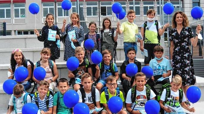 Die Realschule Oberkirch fotografierte ihre Fünftklässler ohne Mundschutz, aber unter 3G-Bedingungen.