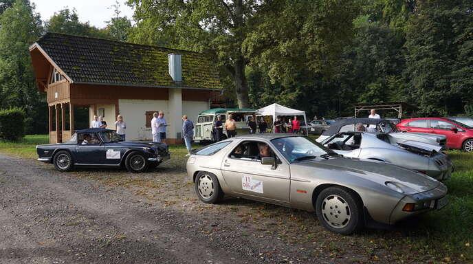 Die Schüler der Albert-Schweitzer-Schule Kehl verwöhnten die Oldtimer-Piloten an der Willstätter Waldhütte mit leckeren Häppchen.