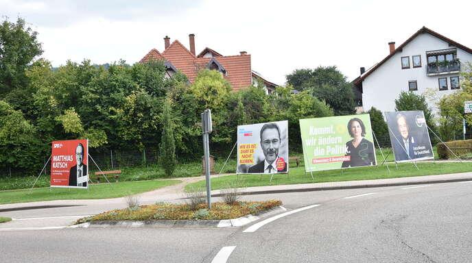 Am Kreisverkehr in der Renchener Straße in Oberkirch gibt Deutschlands Politprominenz ein Stelldichein – wenn auch nur auf den Wahlplakaten für die Bundestagswahl.