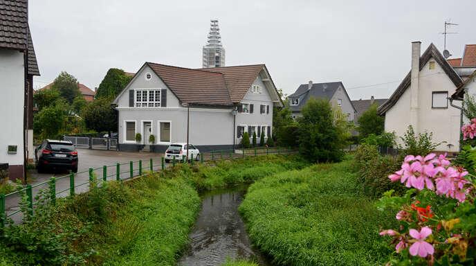 """Für das 2024 anstehende Dorfjubiläum """"750 Jahre Rheinbischofsheim"""" soll der Uferbereich des Galgenbachs neu gestaltet werden."""