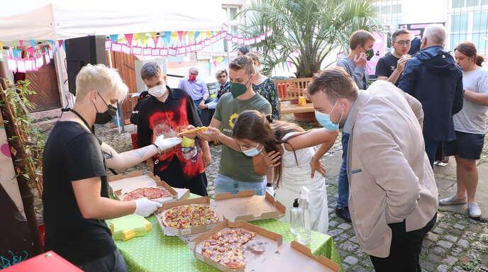 Bei Pizza, Popcorn und Getränken kamen die Jugendlichen am Freitag mit den Bundestagskandidaten ins Gespräch.