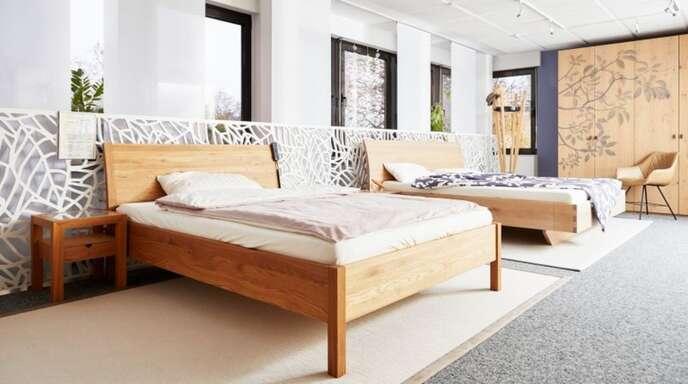 Bei den Betten ist Zirbenholz mit würzig-harzigem Duft und einer lebhaften Maserung die erste Wahl.
